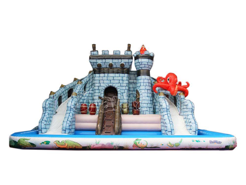 piscina y tobogán de agua del castillo